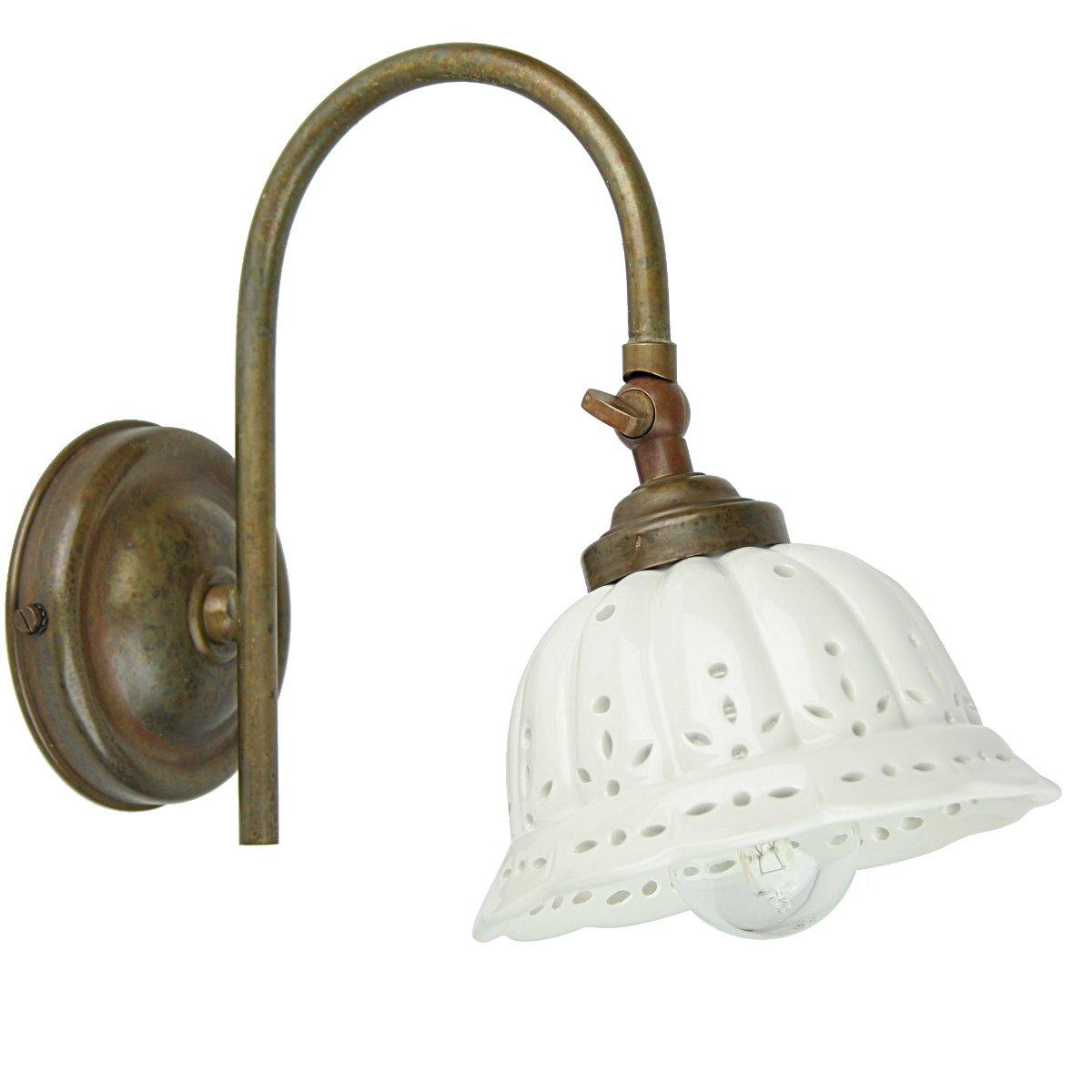 klassische wandlampe anita aus kunstvoll patiniertem messing mit keramikschirm von il fanale. Black Bedroom Furniture Sets. Home Design Ideas