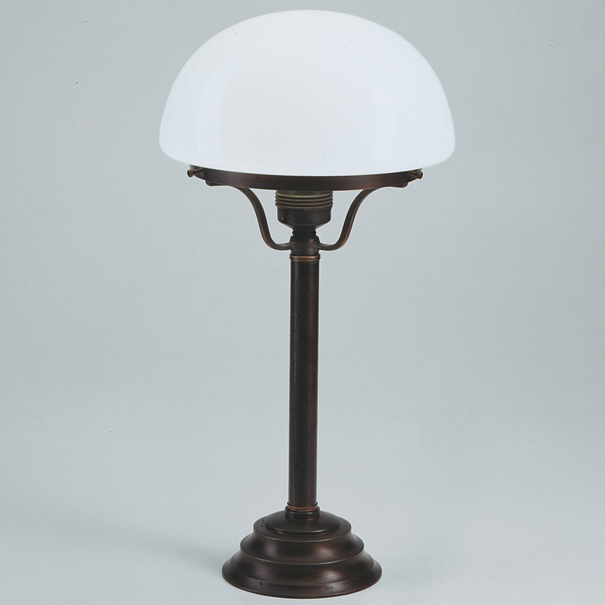 helga tischleuchte von berliner messinglampen lampen suntinger shop. Black Bedroom Furniture Sets. Home Design Ideas