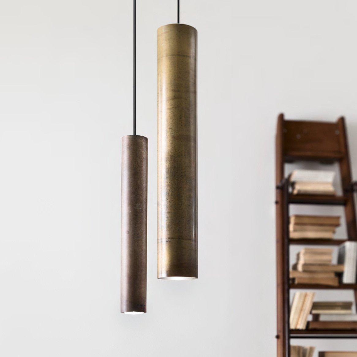 pendelleuchte mit zylindrischem metallschirm in messing. Black Bedroom Furniture Sets. Home Design Ideas