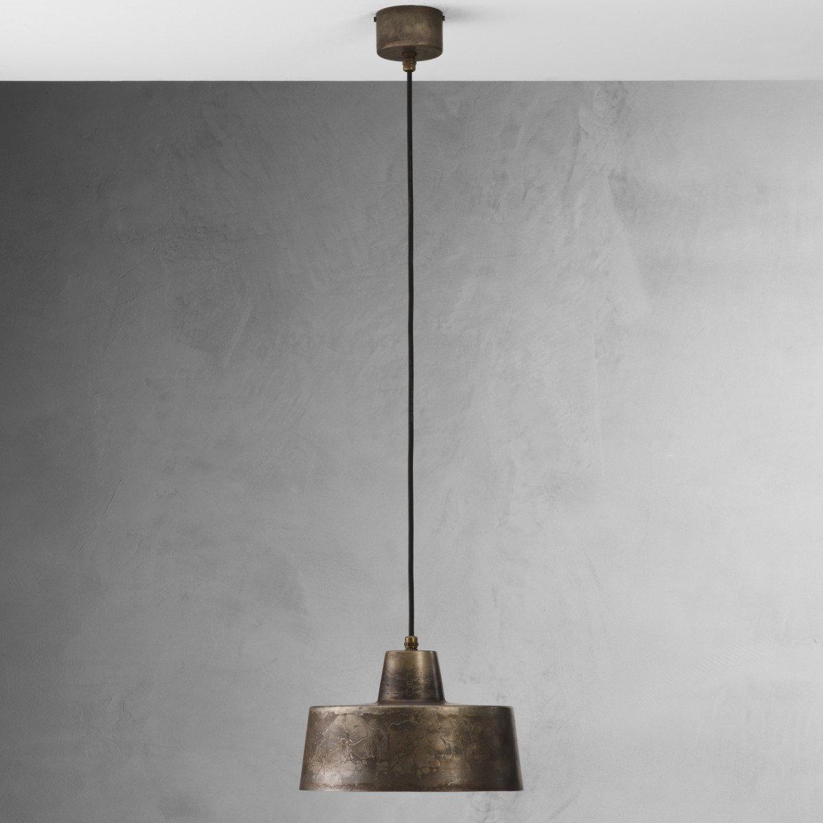 zeitlos sch ne pendelleuchte mit hohem schirm im industriestil. Black Bedroom Furniture Sets. Home Design Ideas