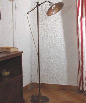au ergew hnliche stehlampen und stehleuchten im landhausstil stehlampen aus schmiedeeisen. Black Bedroom Furniture Sets. Home Design Ideas