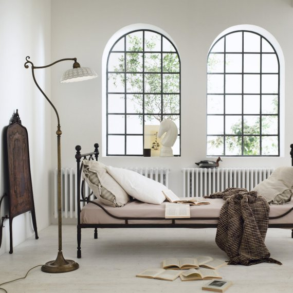 ausgefallene landhaus stehleuchte in messing und keramik g nstig kaufen bei lampen suntinger shop. Black Bedroom Furniture Sets. Home Design Ideas