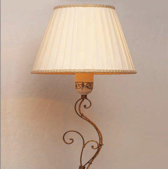 tischlampe in eisen mit stoffschirm und steinfu. Black Bedroom Furniture Sets. Home Design Ideas