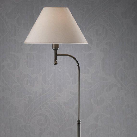 elegante messingstehleuchte mit geschwungener halterung und textilschirm lampen suntinger shop. Black Bedroom Furniture Sets. Home Design Ideas