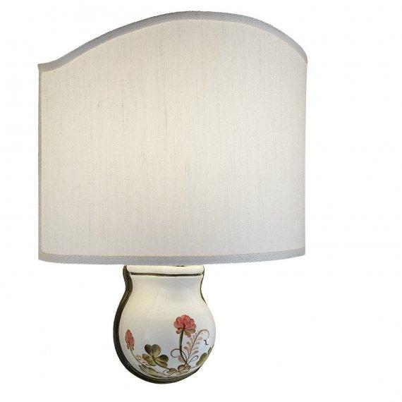 elegante flache wandleuchte mit stoffschirm zur indirekten beleuchtung. Black Bedroom Furniture Sets. Home Design Ideas
