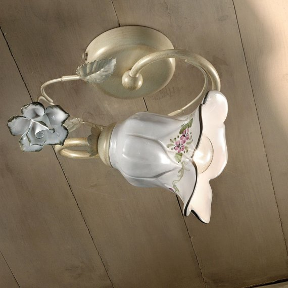 kleine verspielte deckenleuchte im blumigen florentiner. Black Bedroom Furniture Sets. Home Design Ideas