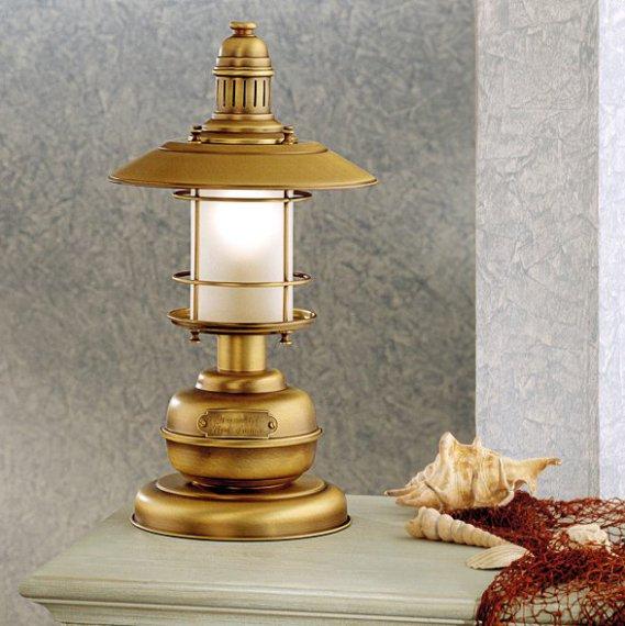 maritime tischlampe im stil einer antiken schiffslampe. Black Bedroom Furniture Sets. Home Design Ideas