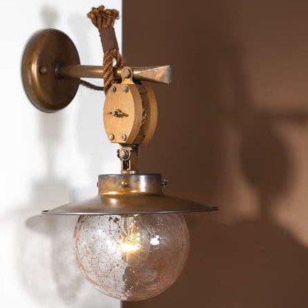 Rustikale wandlampe im stil einer alten schiffslampe als innenraumlampe in messing holz und - Rustikale wandlampe ...